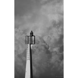 Le phare dans les nuages