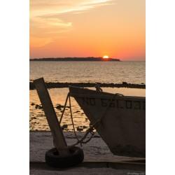 Coucher et bateau de pêche